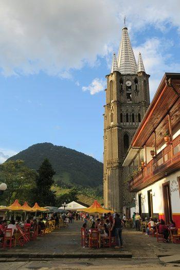 Kirken på torvet i Jardín, Colombia