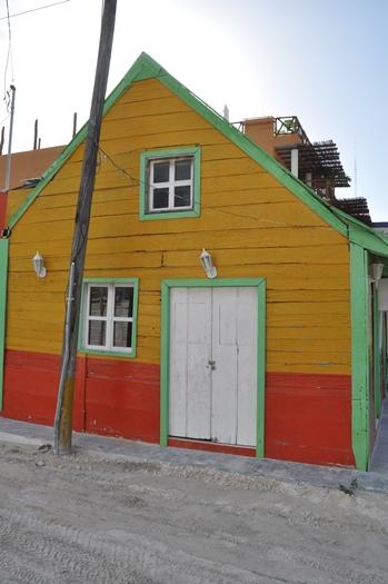 Farverigt hus på Holbox, Mexico