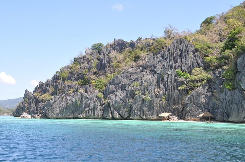 Vi sejler ind til en lille privat strand, Coron, Filippinerne