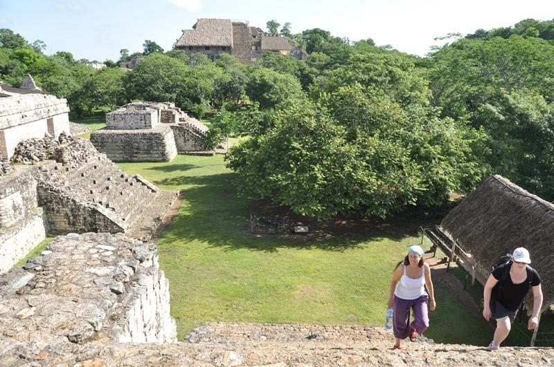 Man må kravle op på ruinerne ved Ek Balam, Mexico