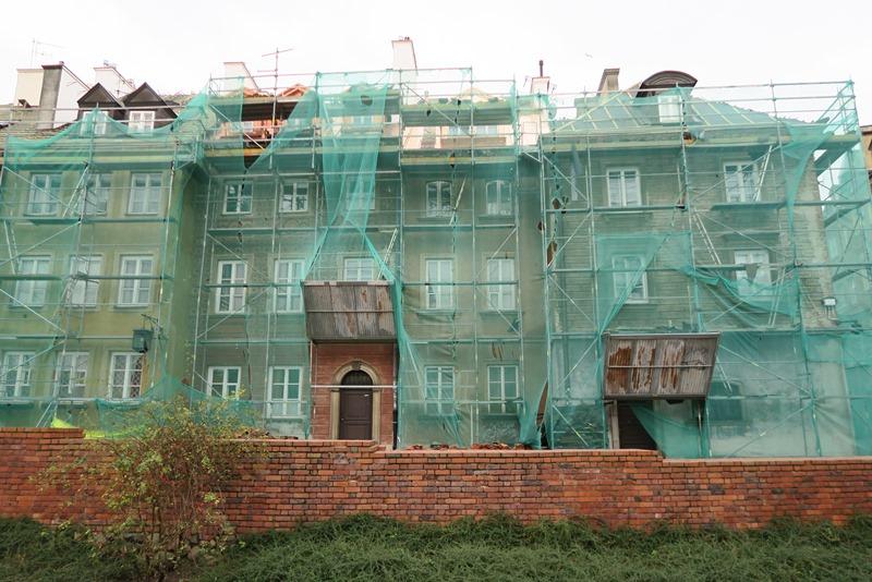 Mange huse restaureres i disse år i Warszawa
