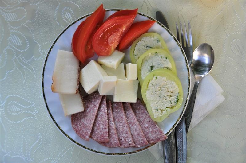 Typisk rumænsk morgenmad
