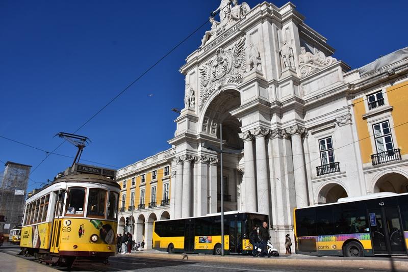 Sporvogn og bus masser huset, Lissabon, Portugal