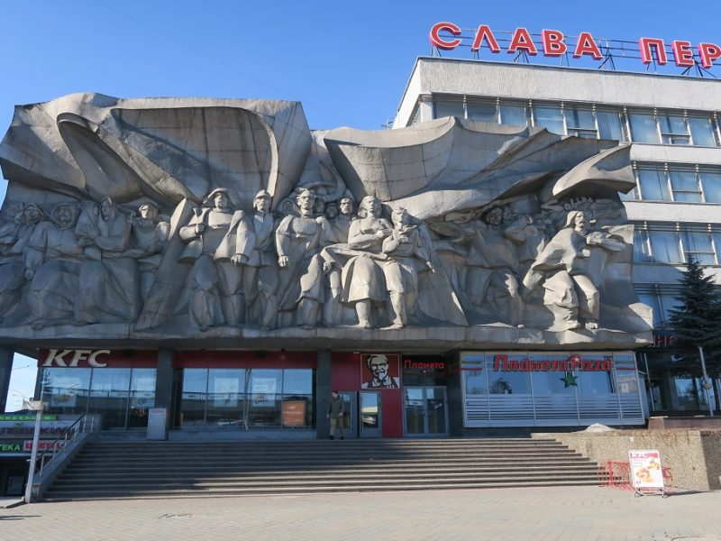 KFC møder sovjettisk arkitektur i Minsk