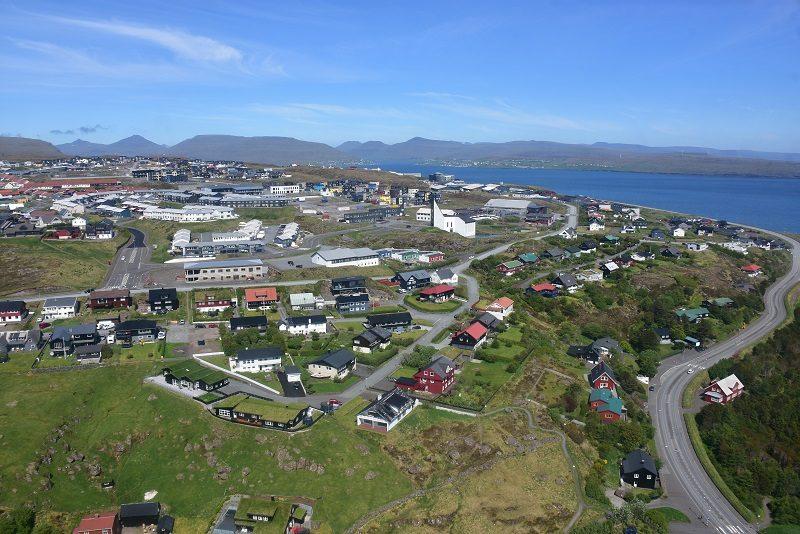 Indflyvning over Torshavn med helikopter
