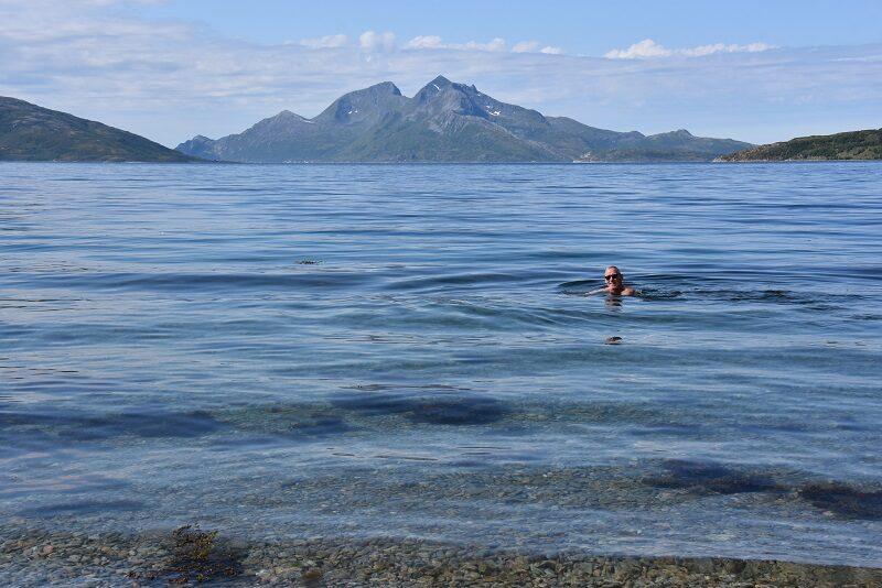 Finn bader ved Kvaløya