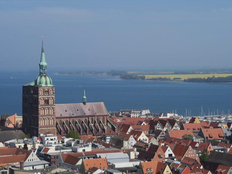 Smukke Stralsund og Rügen i baggrunden, Tyskland