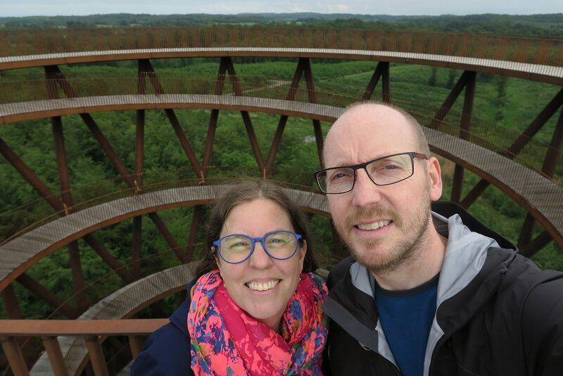 Two Danes On Tour på toppen af Skovtårnet