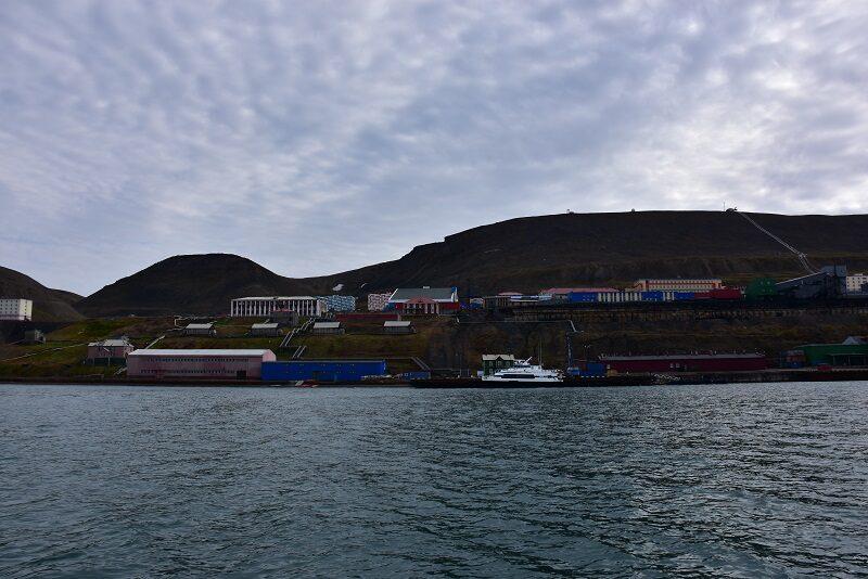Indsejlingen til Barentsburg, Svalbard