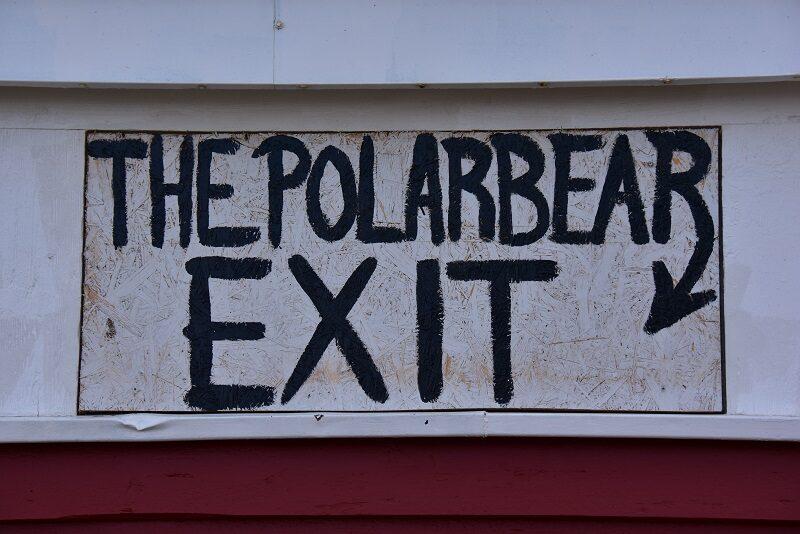 Isbjørneudgang på Isfjord Radio