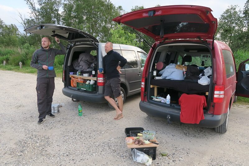 Madlavning og hygge ved Caddy Camperne