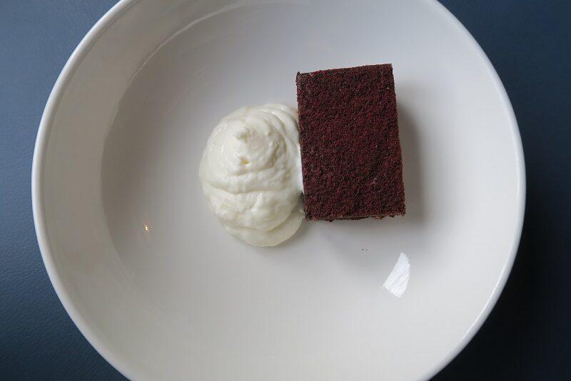 Desserten på Isfjord Radio Hotel